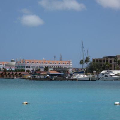 Oranjestad vanuit jachthaven
